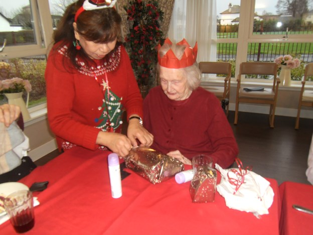 MRS ARTHUR OPENING HER PRESENTS WITH VICKI.JPG