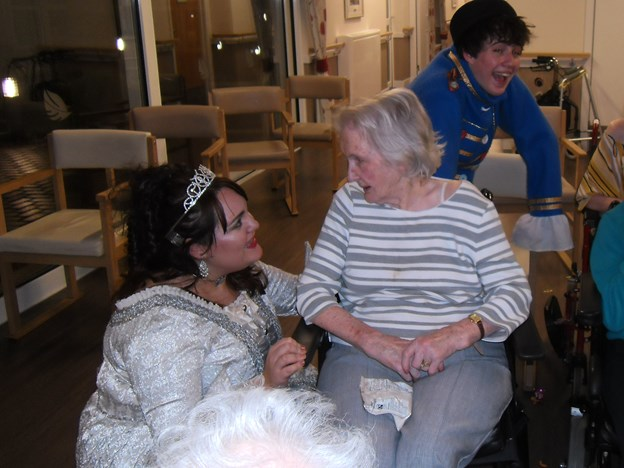 mrs arthur chatting to cinderella.JPG